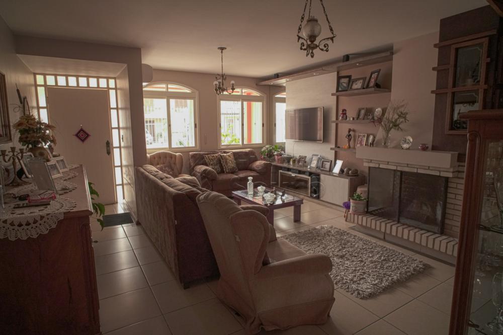 Alugar Casa / Padrão em Pelotas R$ 2.000,00 - Foto 2