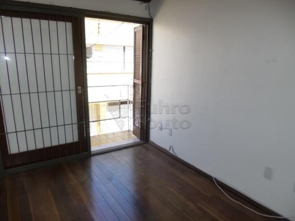 Comprar Casa / Padrão em Pelotas R$ 450.000,00 - Foto 6