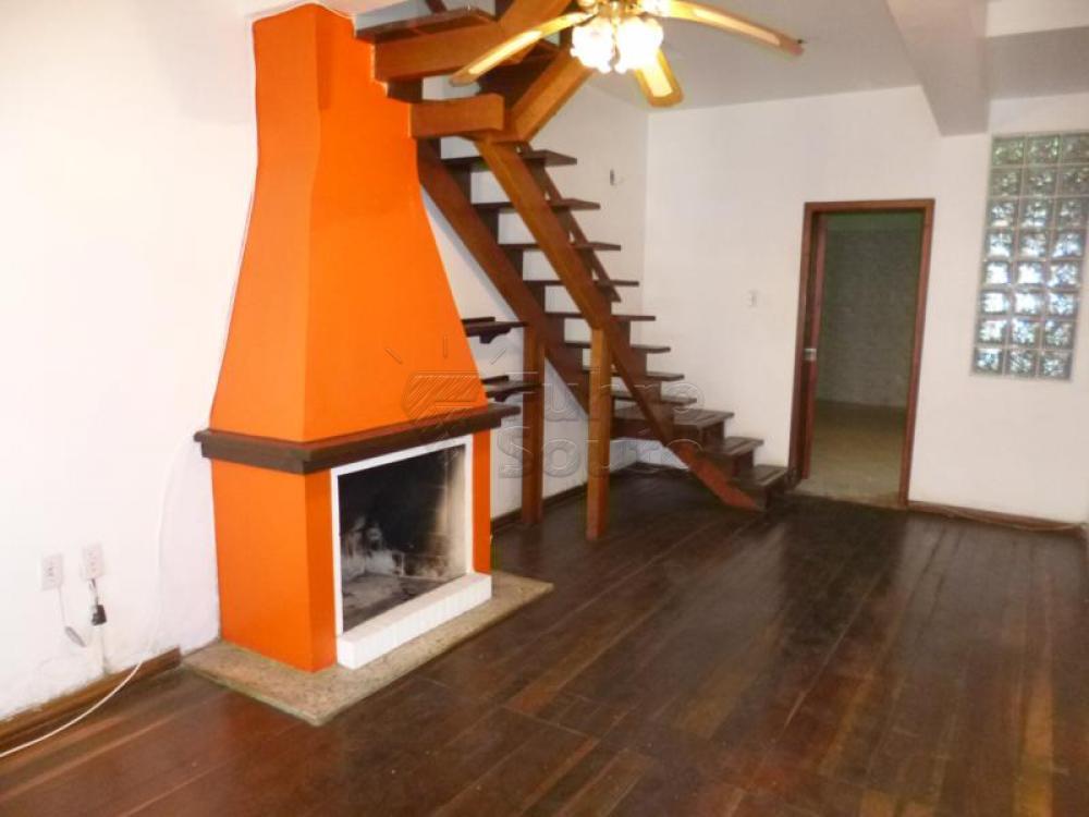 Comprar Casa / Padrão em Pelotas R$ 450.000,00 - Foto 1