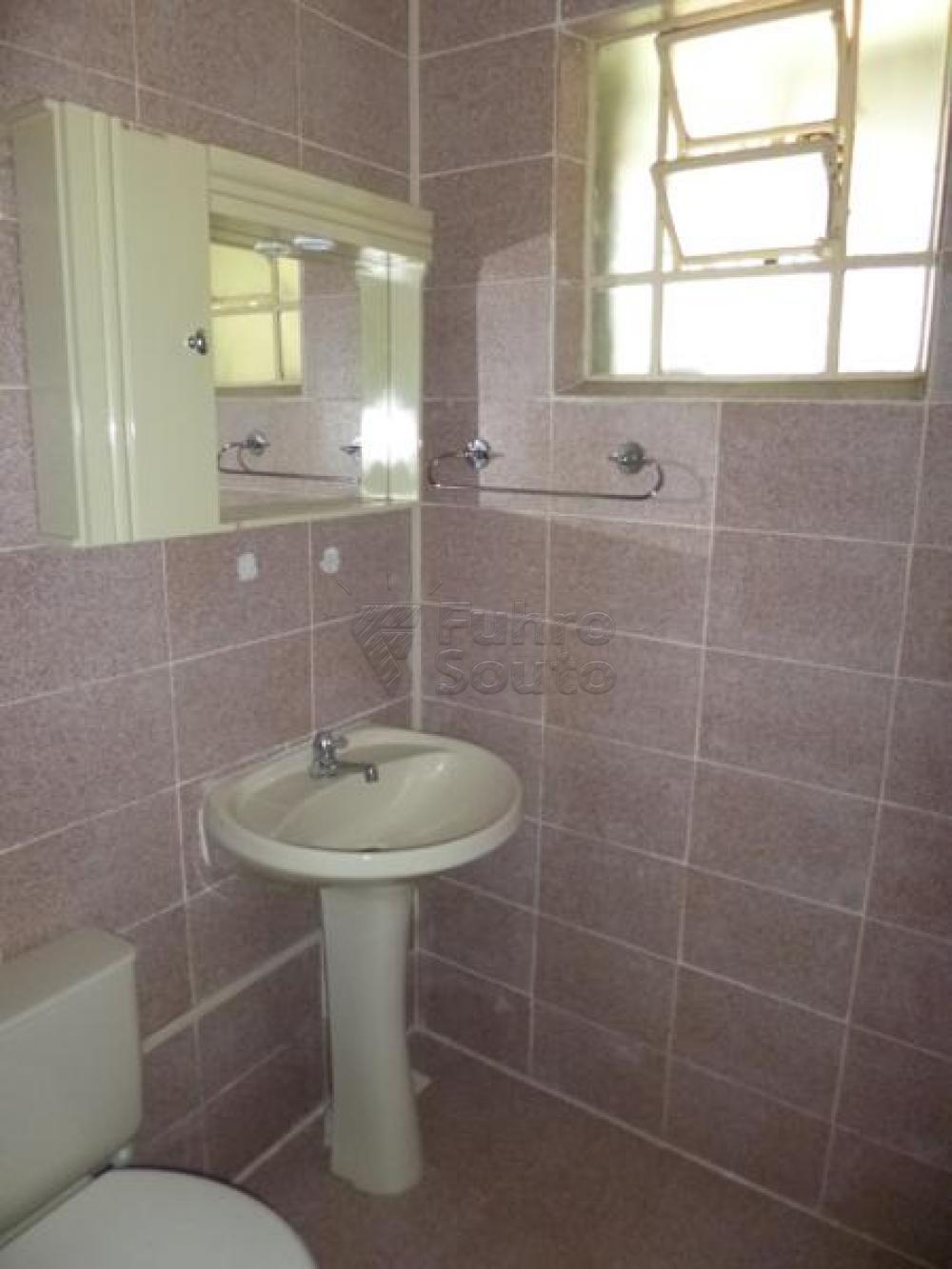 Comprar Casa / Padrão em Pelotas R$ 450.000,00 - Foto 15