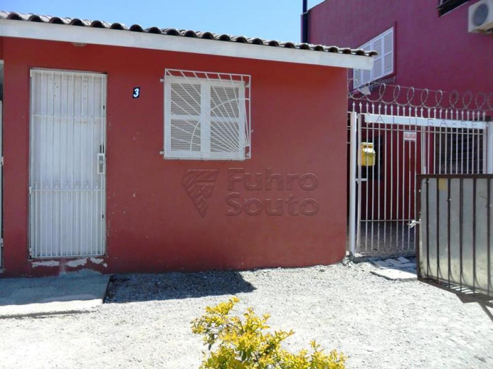 Alugar Casa / Padrão em Pelotas R$ 650,00 - Foto 1
