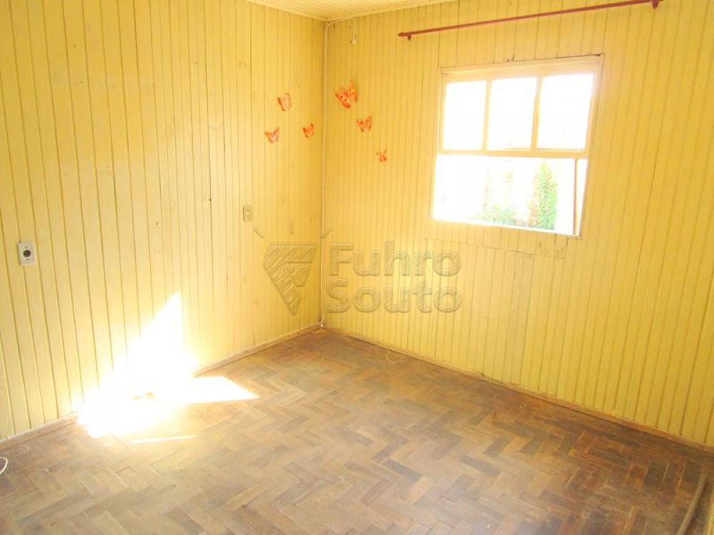 Alugar Casa / Padrão em Pelotas R$ 450,00 - Foto 3