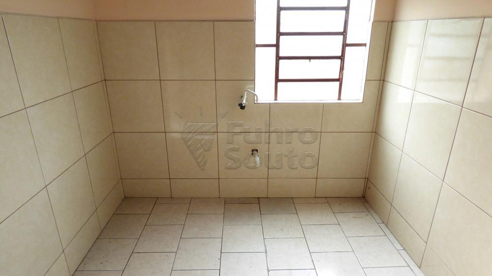 Alugar Casa / Padrão em Pelotas R$ 600,00 - Foto 5