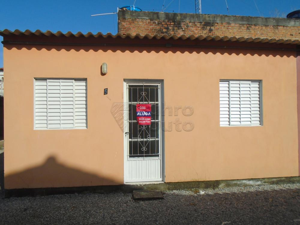 Alugar Casa / Padrão em Pelotas R$ 600,00 - Foto 1