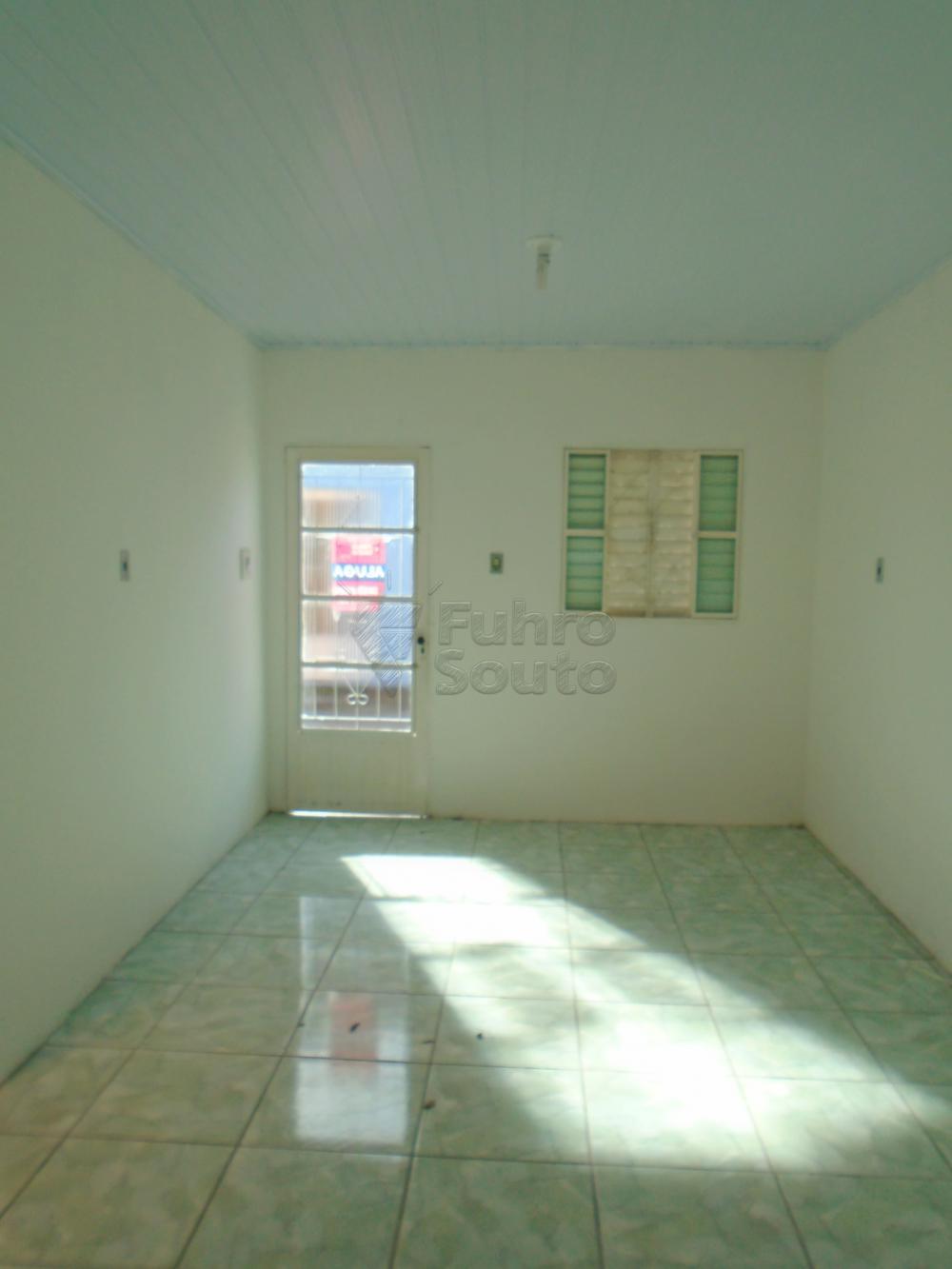 Alugar Casa / Padrão em Pelotas R$ 600,00 - Foto 3