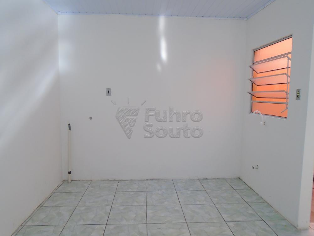 Alugar Casa / Padrão em Pelotas R$ 600,00 - Foto 7
