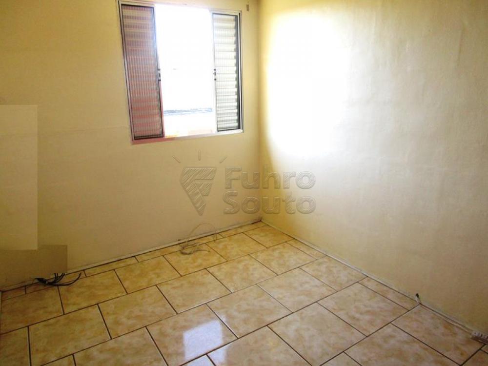Alugar Apartamento / Fora de Condomínio em Pelotas R$ 650,00 - Foto 2