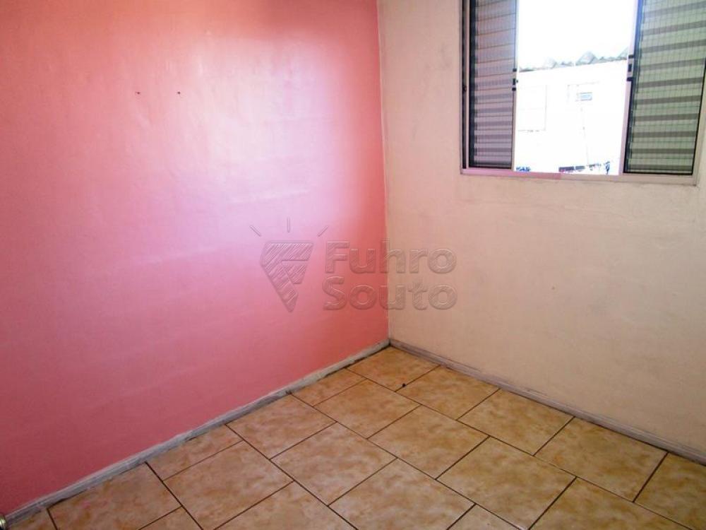 Alugar Apartamento / Fora de Condomínio em Pelotas R$ 650,00 - Foto 4