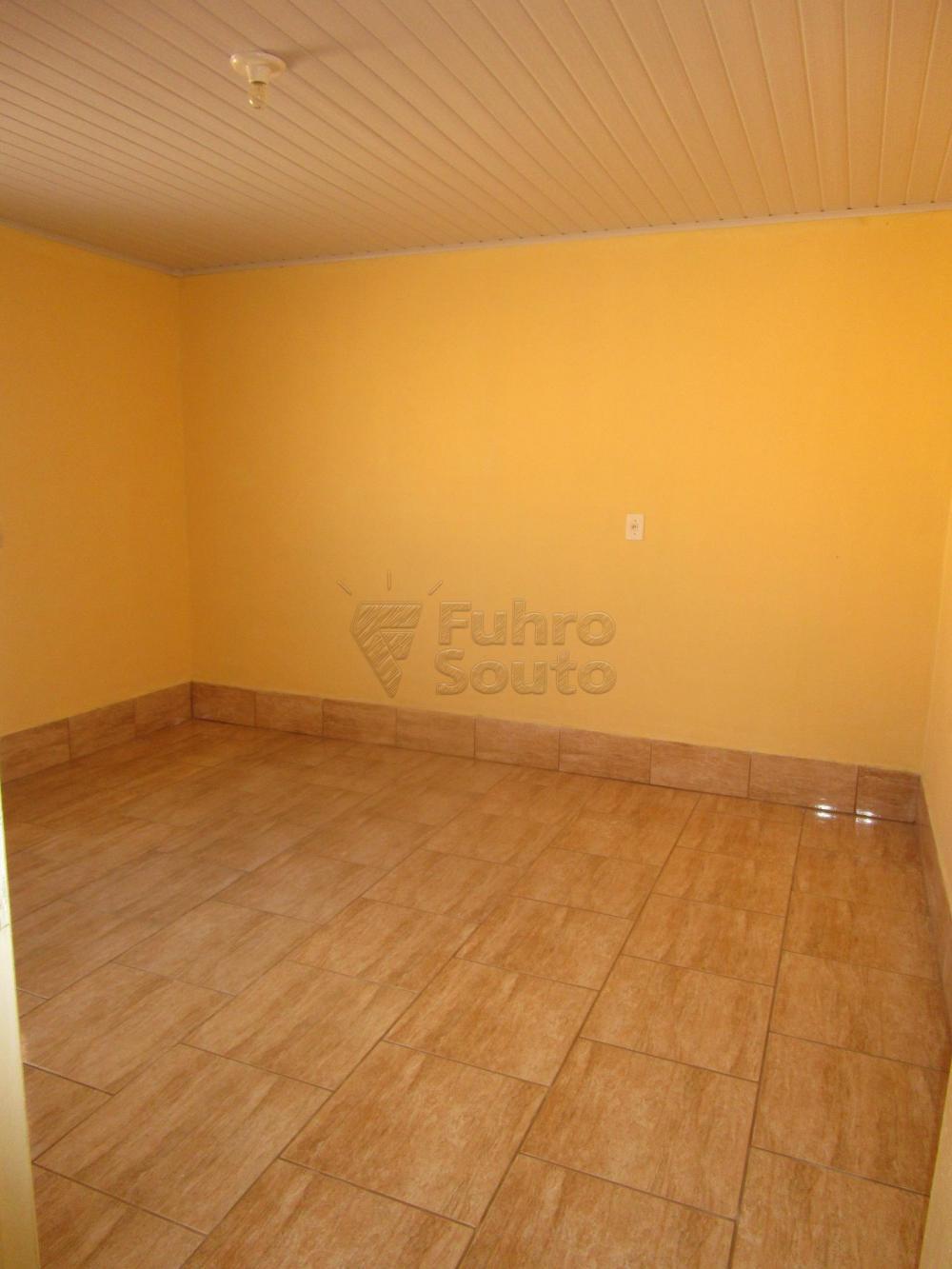 Alugar Casa / Padrão em Pelotas R$ 800,00 - Foto 2