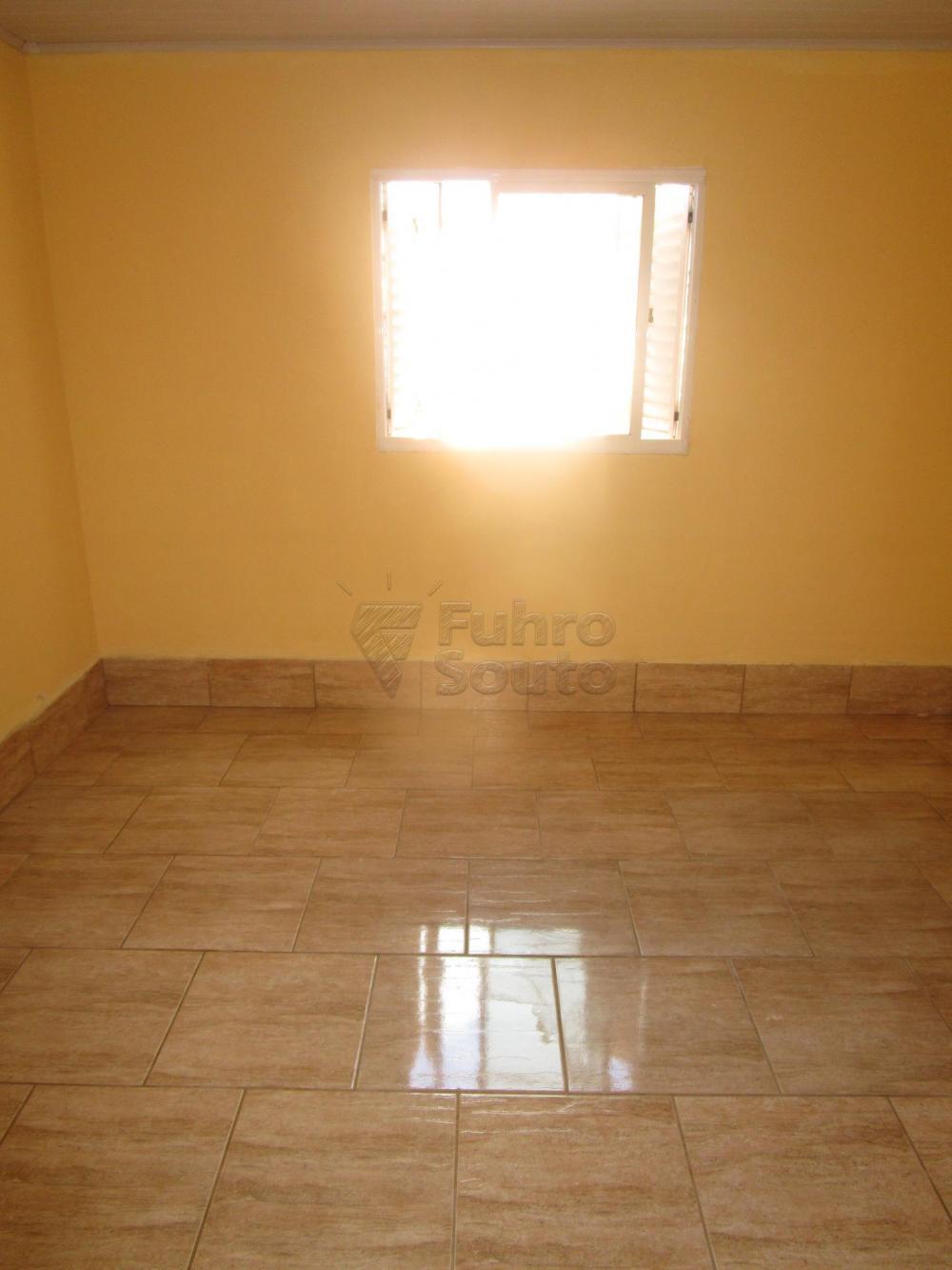 Alugar Casa / Padrão em Pelotas R$ 800,00 - Foto 4