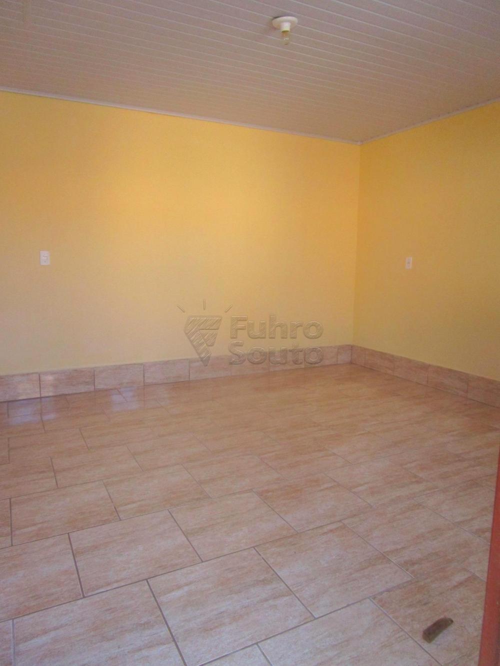 Alugar Casa / Padrão em Pelotas R$ 800,00 - Foto 5