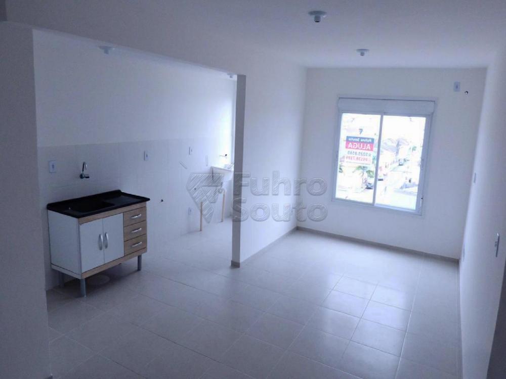 Alugar Casa / Condomínio em Pelotas R$ 900,00 - Foto 2