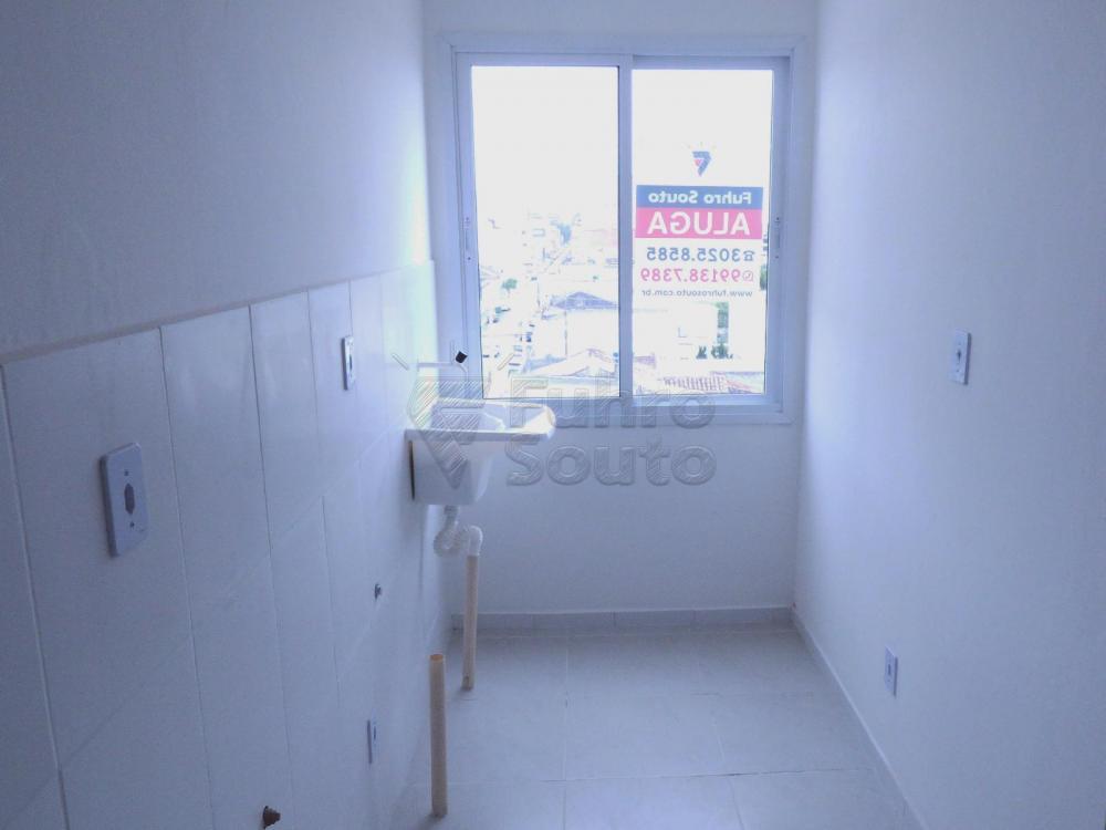Alugar Casa / Condomínio em Pelotas R$ 900,00 - Foto 6