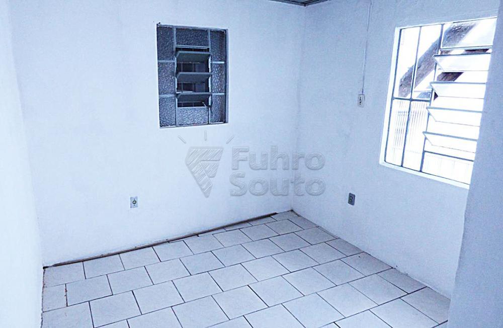 Alugar Casa / Padrão em Pelotas R$ 500,00 - Foto 4