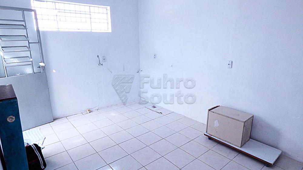 Alugar Casa / Padrão em Pelotas R$ 500,00 - Foto 5