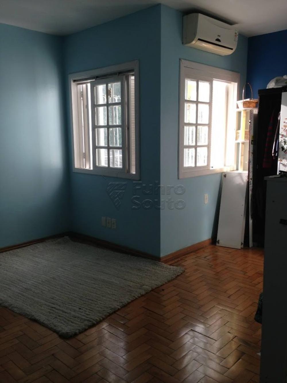 Comprar Casa / Padrão em Pelotas R$ 398.000,00 - Foto 3