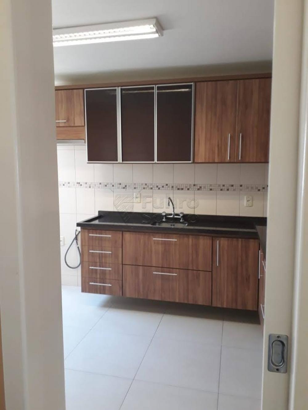 Comprar Apartamento / Padrão em Pelotas R$ 340.000,00 - Foto 17