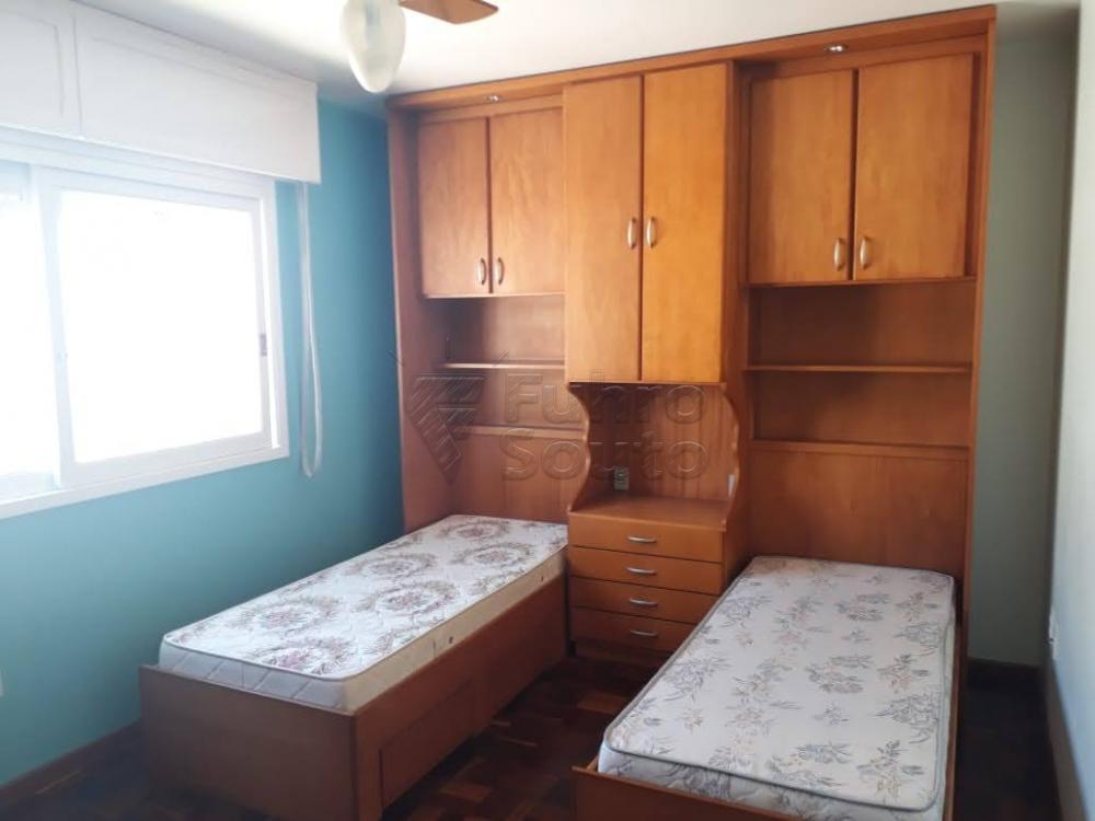 Comprar Apartamento / Padrão em Pelotas R$ 340.000,00 - Foto 12
