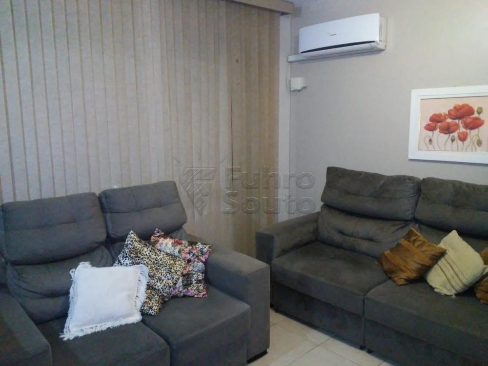 Comprar Apartamento / Padrão em Pelotas R$ 308.000,00 - Foto 1