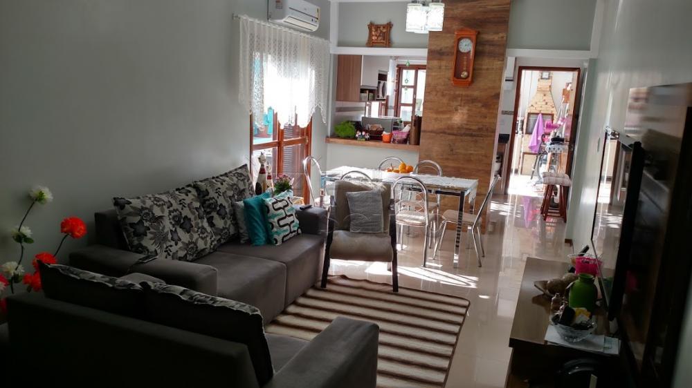 Comprar Casa / Padrão em Pelotas R$ 370.000,00 - Foto 3