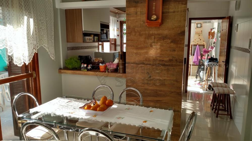 Comprar Casa / Padrão em Pelotas R$ 370.000,00 - Foto 4