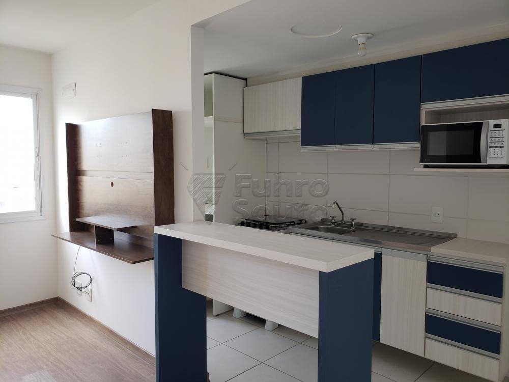 Comprar Apartamento / Padrão em Pelotas R$ 339.000,00 - Foto 2