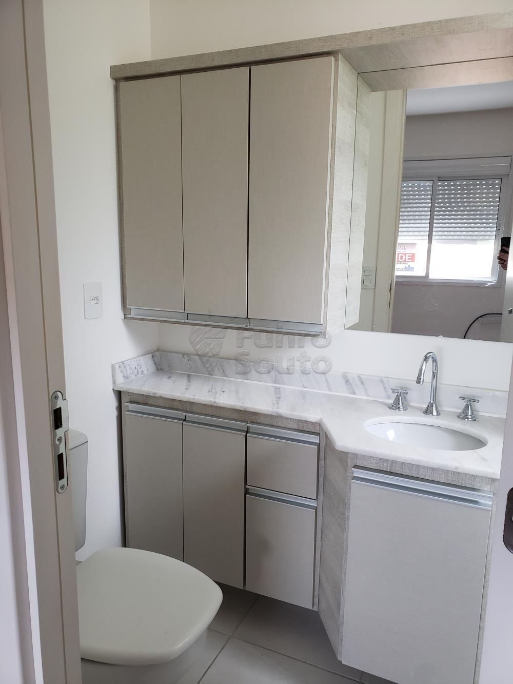 Comprar Apartamento / Padrão em Pelotas R$ 339.000,00 - Foto 4