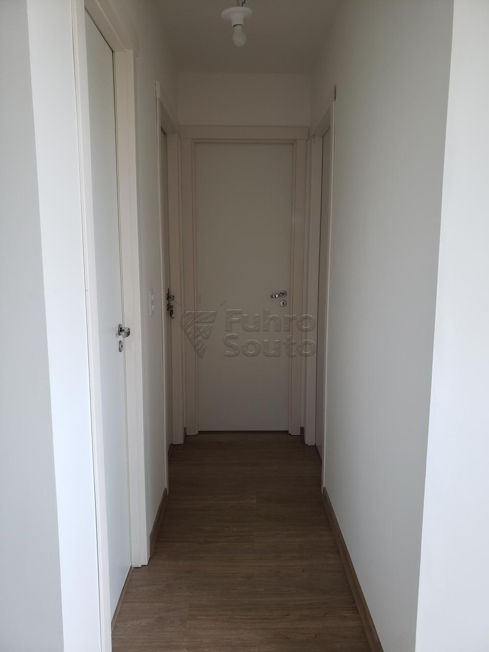 Comprar Apartamento / Padrão em Pelotas R$ 339.000,00 - Foto 5