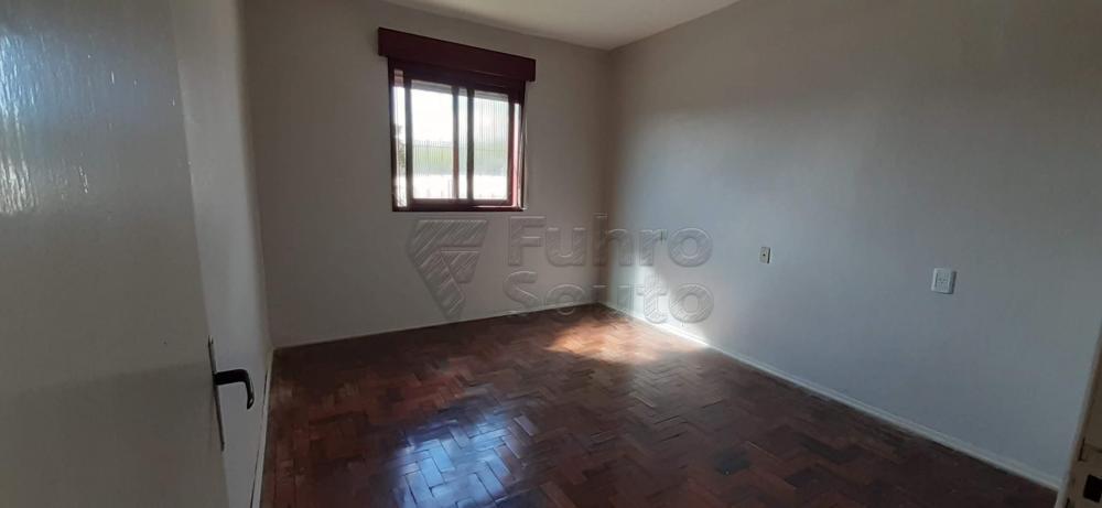 Alugar Casa / Padrão em Pelotas R$ 1.300,00 - Foto 4