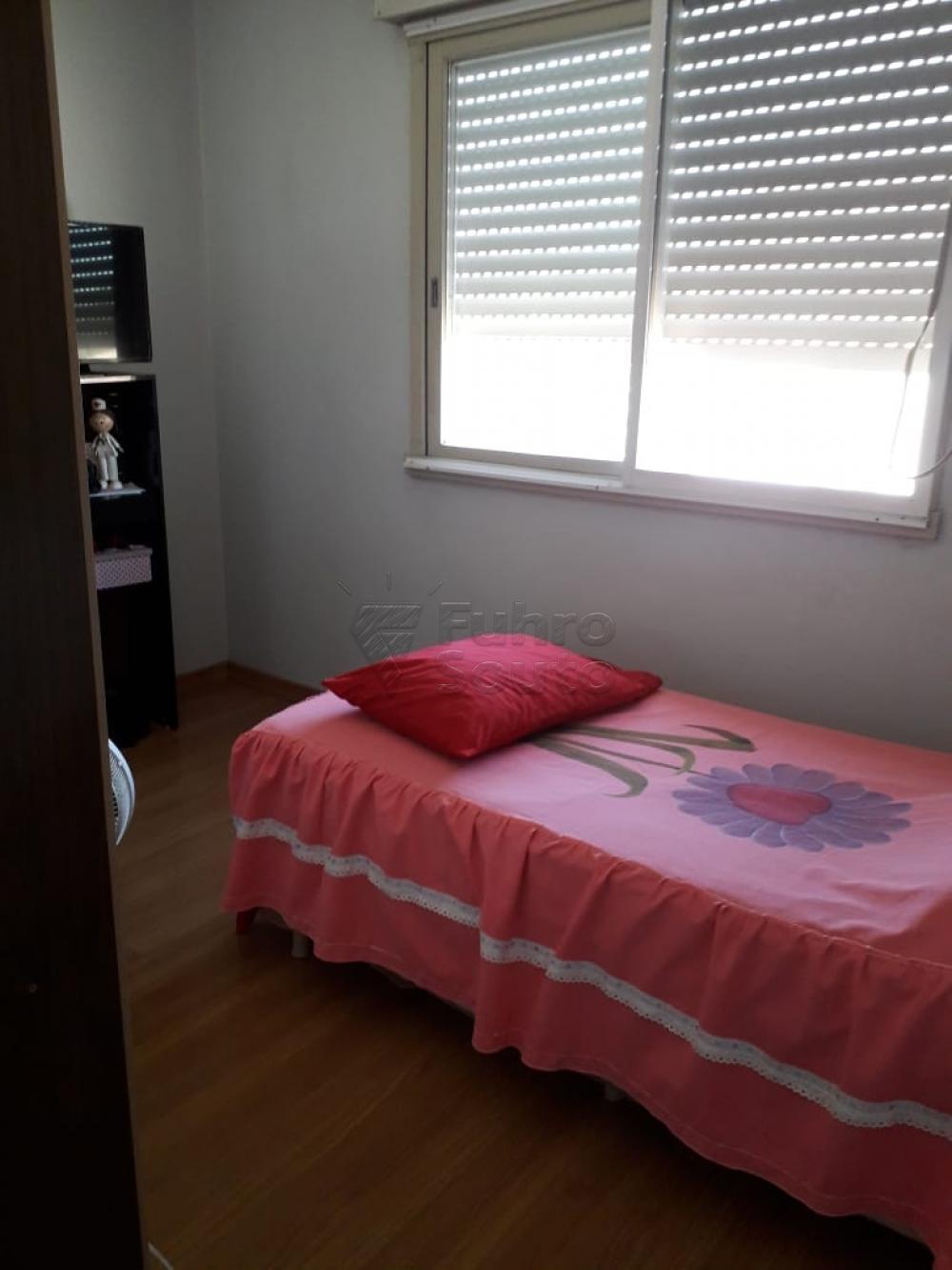 Comprar Apartamento / Padrão em Pelotas R$ 254.400,00 - Foto 4