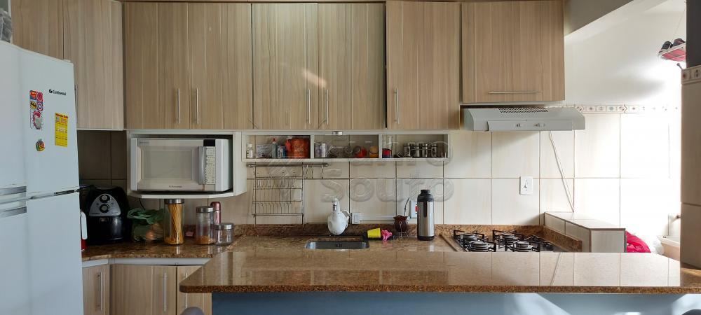 Comprar Apartamento / Padrão em Pelotas R$ 200.000,00 - Foto 3