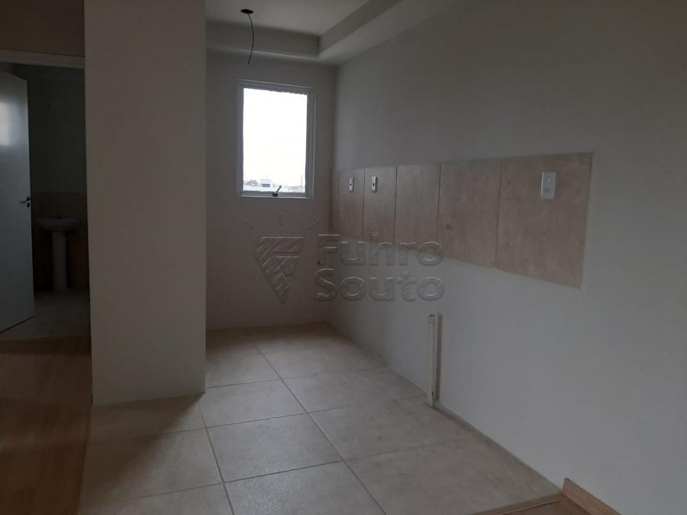 Comprar Apartamento / Padrão em Pelotas R$ 148.000,00 - Foto 2
