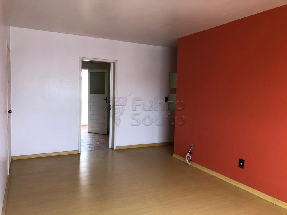 Comprar Apartamento / Padrão em Pelotas R$ 280.000,00 - Foto 2