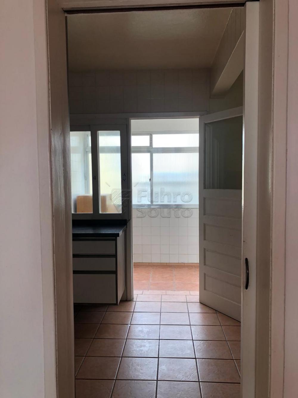 Comprar Apartamento / Padrão em Pelotas R$ 280.000,00 - Foto 8