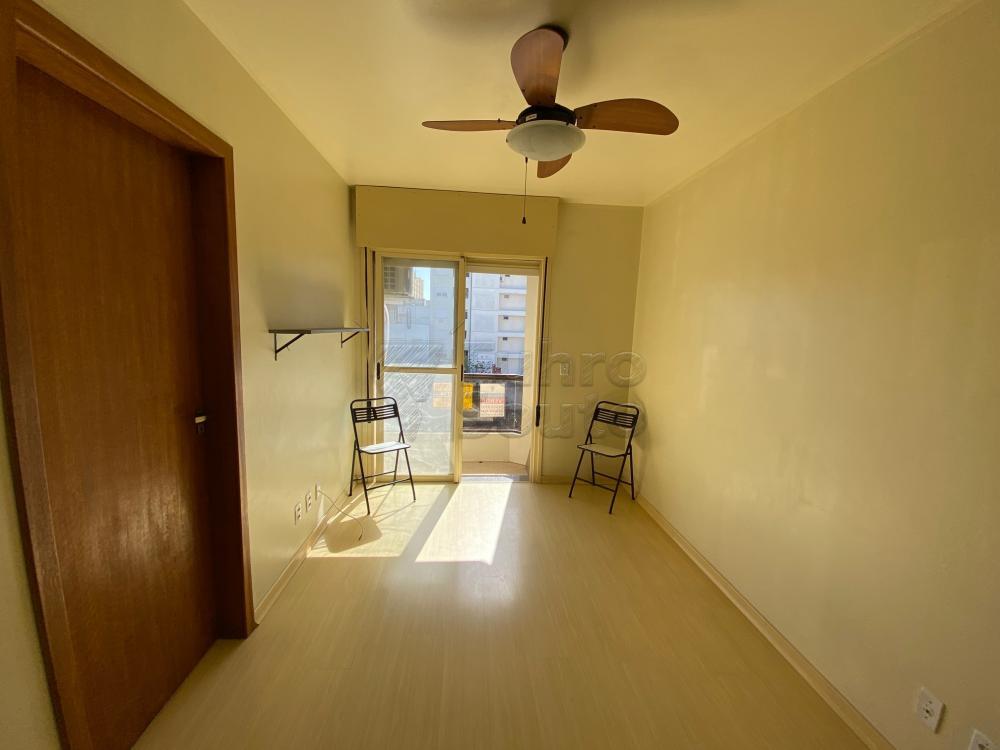 Comprar Apartamento / Padrão em Pelotas R$ 193.000,00 - Foto 1