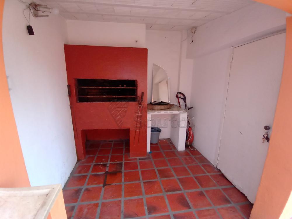 Comprar Casa / Padrão em Pelotas R$ 350.000,00 - Foto 9