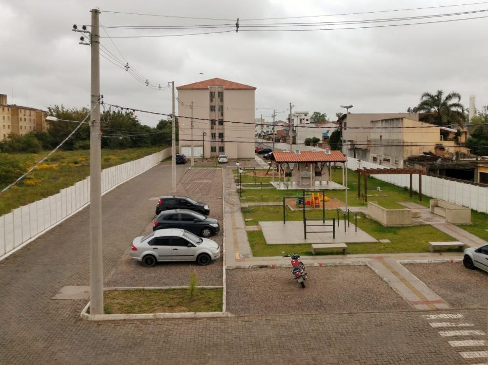 Dois dormitórios próximo a Leiga: Sala de estar, área de serviço, banheiro social com box de vidro temperado, cozinha com divisória de gesso.