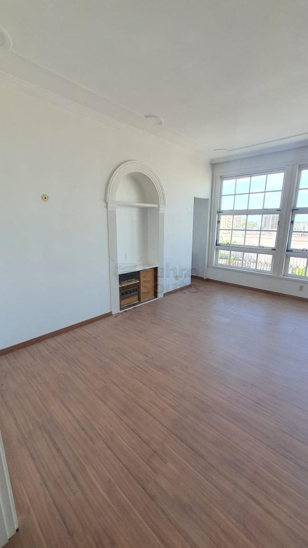 Comprar Apartamento / Padrão em Pelotas R$ 420.000,00 - Foto 4