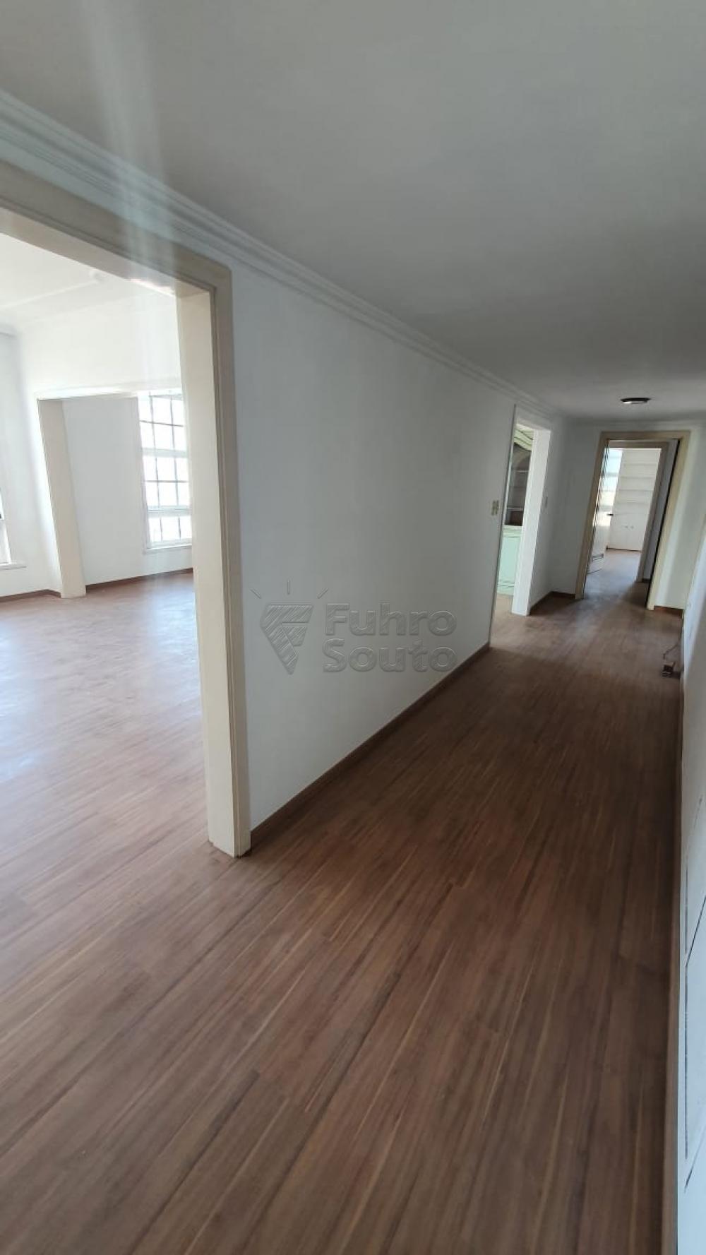 Comprar Apartamento / Padrão em Pelotas R$ 420.000,00 - Foto 3