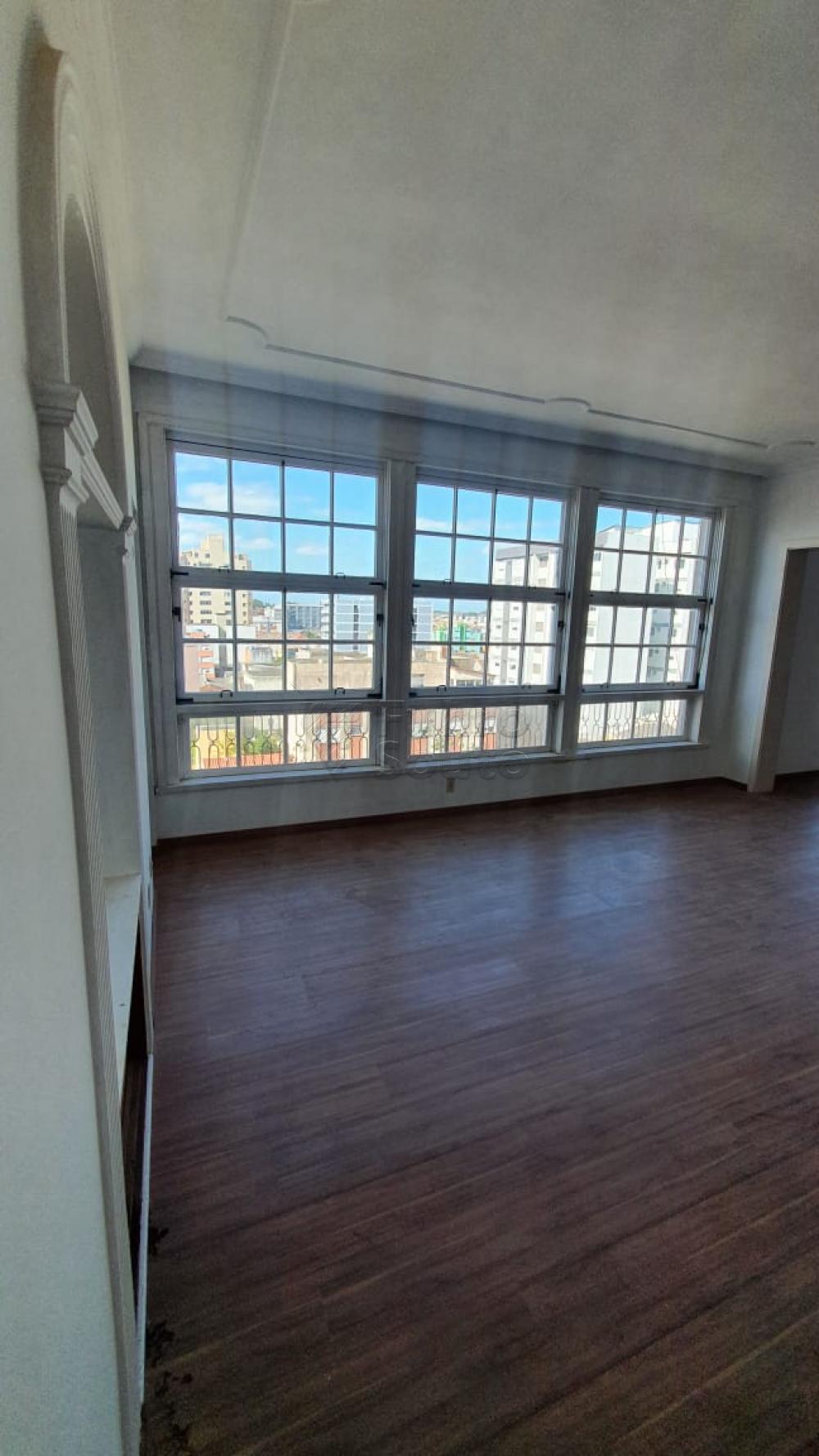 Comprar Apartamento / Padrão em Pelotas R$ 420.000,00 - Foto 5
