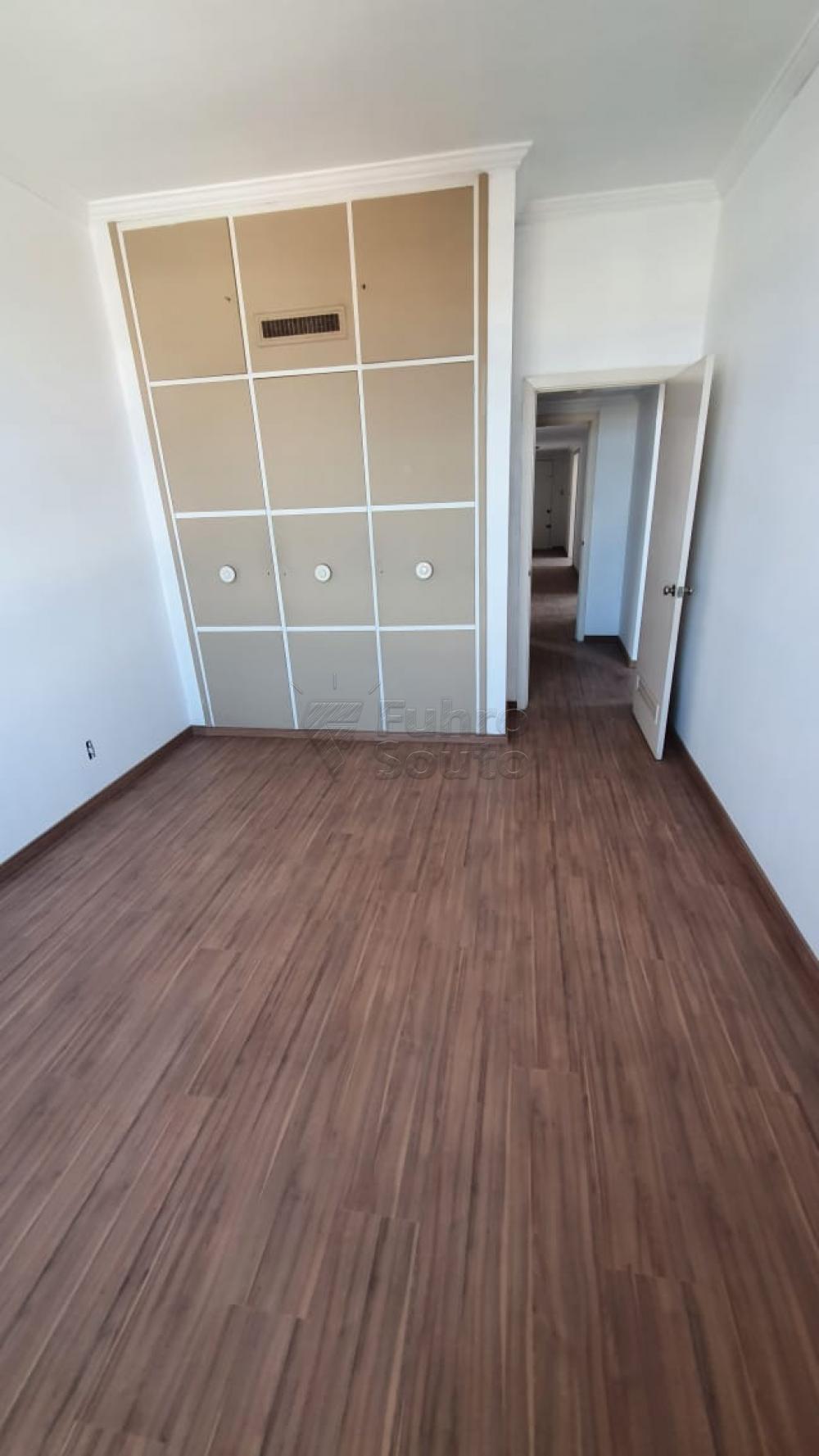 Comprar Apartamento / Padrão em Pelotas R$ 420.000,00 - Foto 13