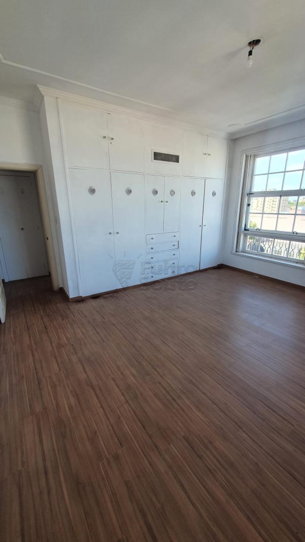 Comprar Apartamento / Padrão em Pelotas R$ 420.000,00 - Foto 14