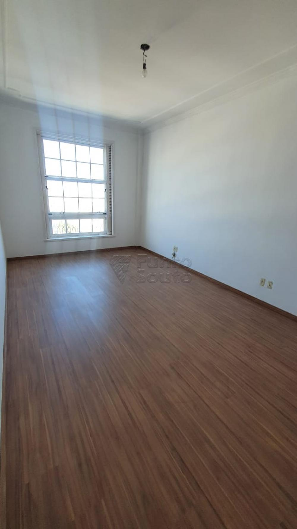 Comprar Apartamento / Padrão em Pelotas R$ 420.000,00 - Foto 18