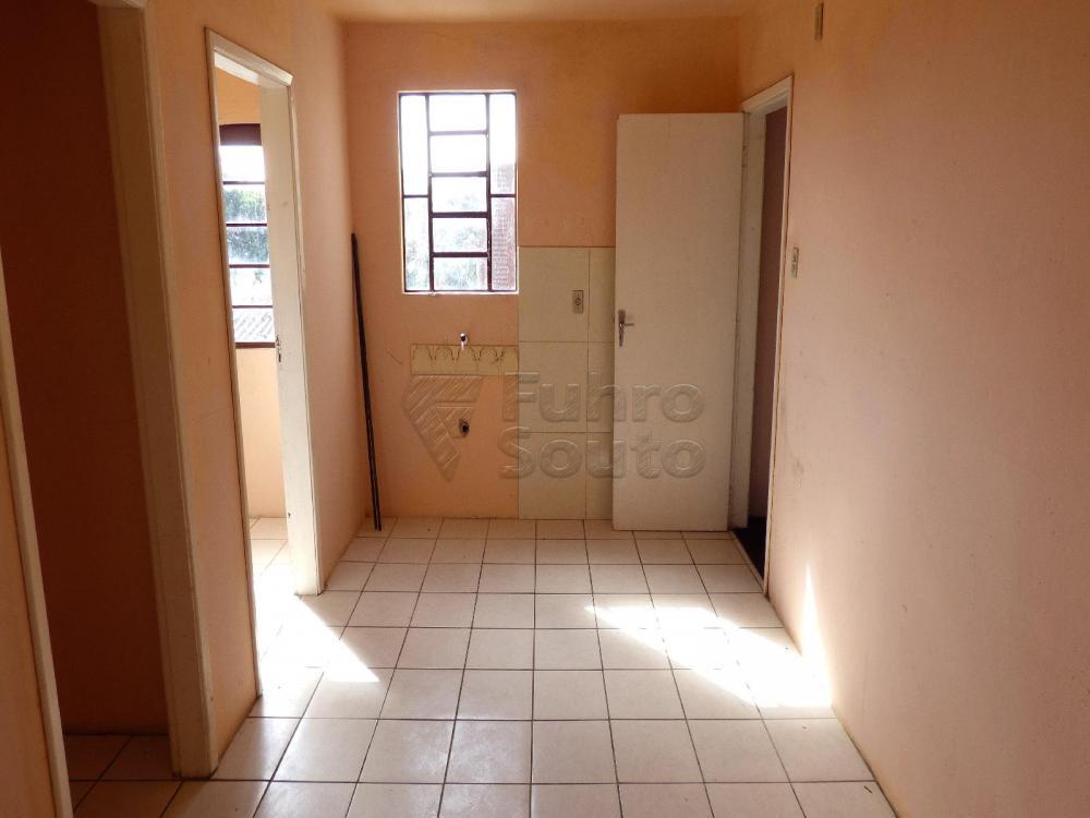Alugar Casa / Padrão em Pelotas R$ 900,00 - Foto 7