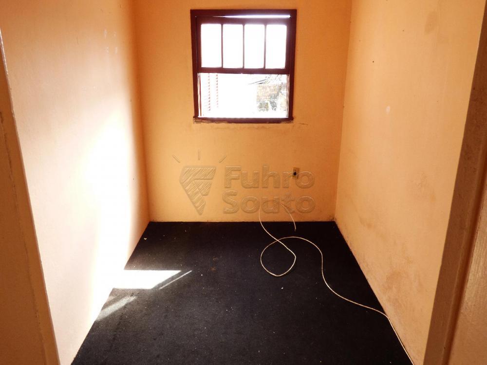 Alugar Casa / Padrão em Pelotas R$ 900,00 - Foto 4