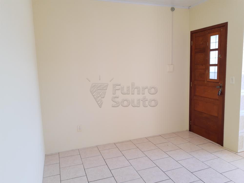 Alugar Apartamento / Fora de Condomínio em Pelotas R$ 700,00 - Foto 1
