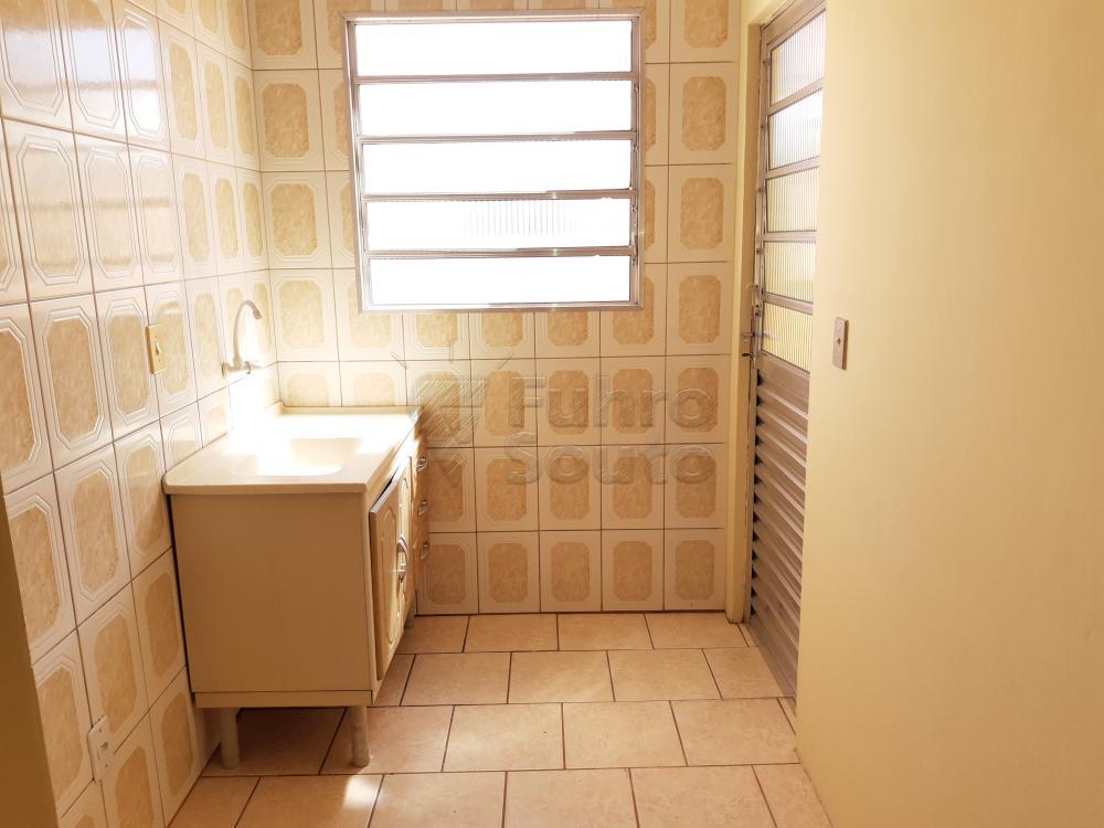 Alugar Apartamento / Fora de Condomínio em Pelotas R$ 700,00 - Foto 3