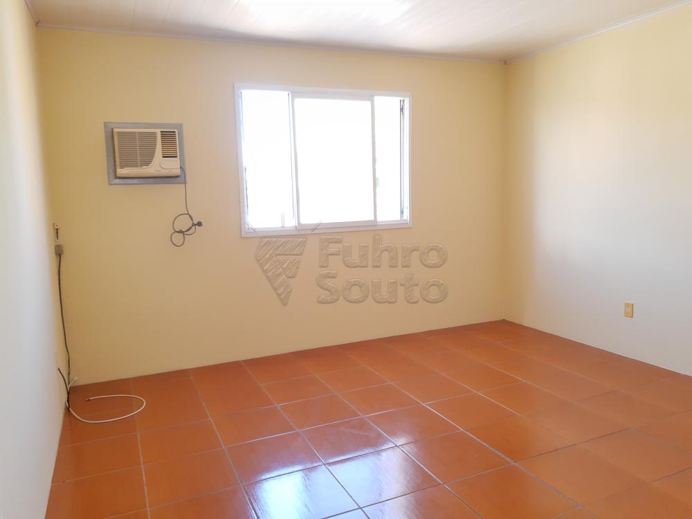 Alugar Apartamento / Fora de Condomínio em Pelotas R$ 700,00 - Foto 4
