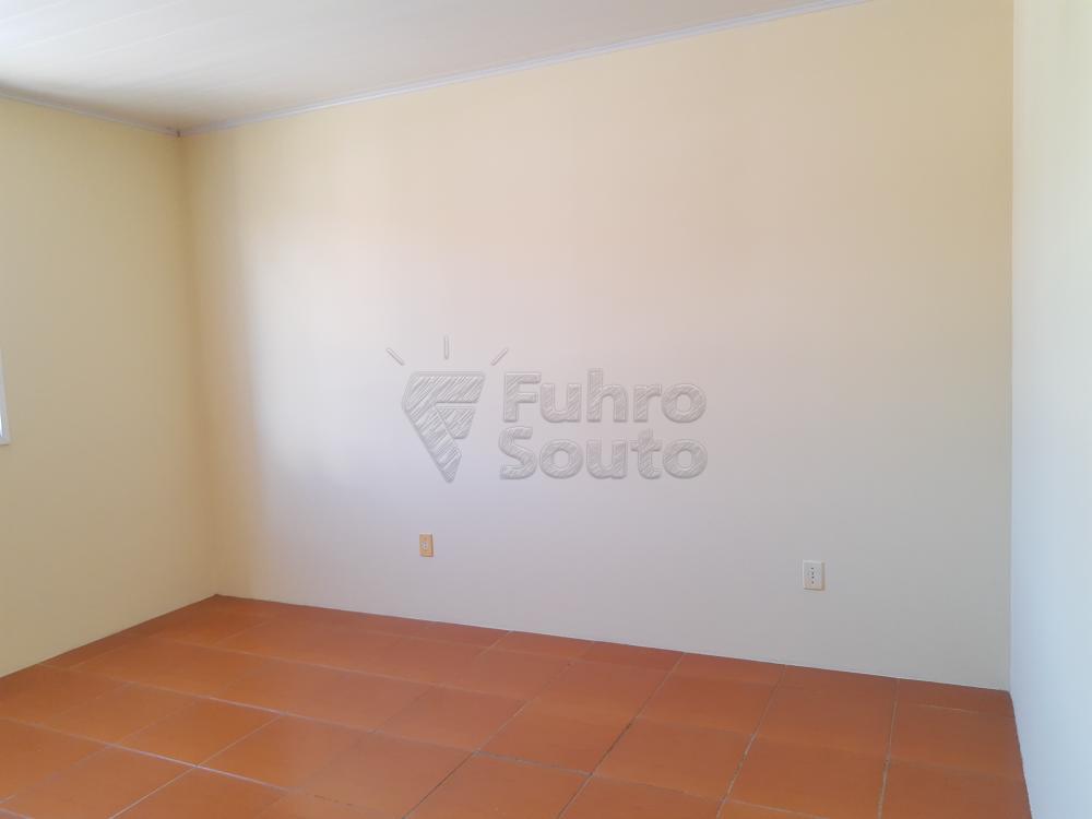 Alugar Apartamento / Fora de Condomínio em Pelotas R$ 700,00 - Foto 5
