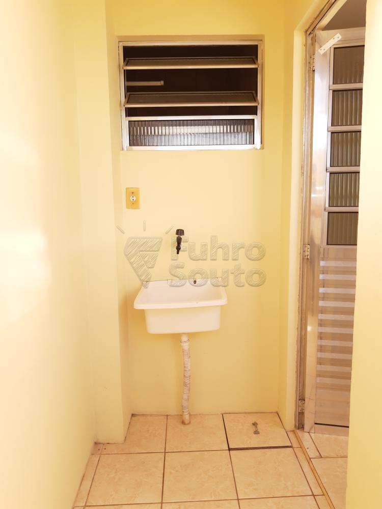 Alugar Apartamento / Fora de Condomínio em Pelotas R$ 700,00 - Foto 8